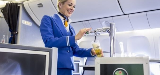 KLM pours first draught Heineken beer on flight to Curaçao